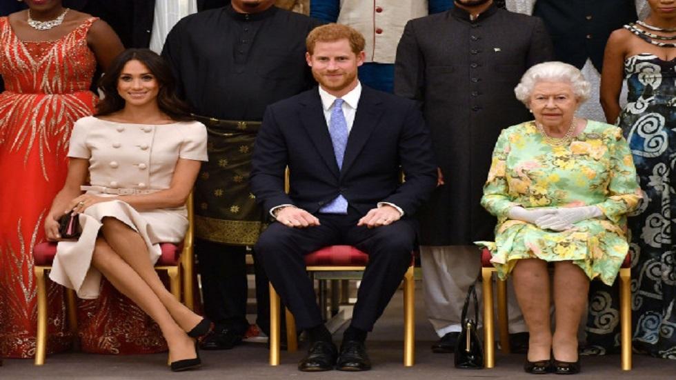 ملكة بريطانيا مع الأمير هاري وميغان ماركل