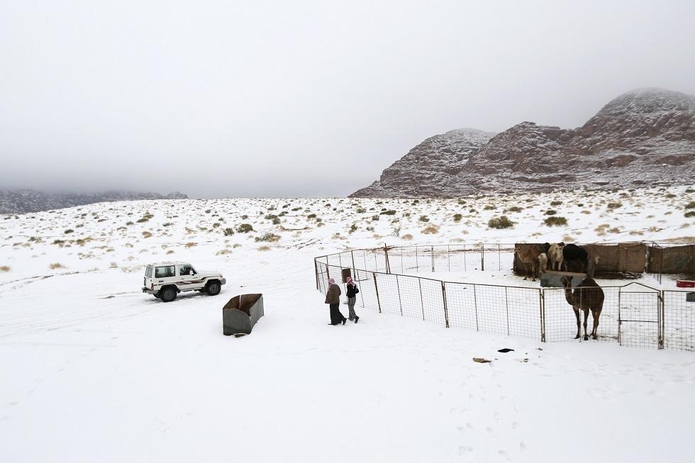الثلوج تتساقط أقصى شمال غرب السعودية - أرشيف -