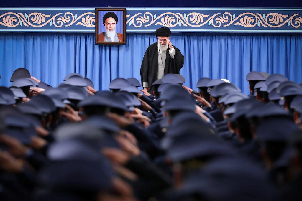 كيف حمت إيران خامنئي من