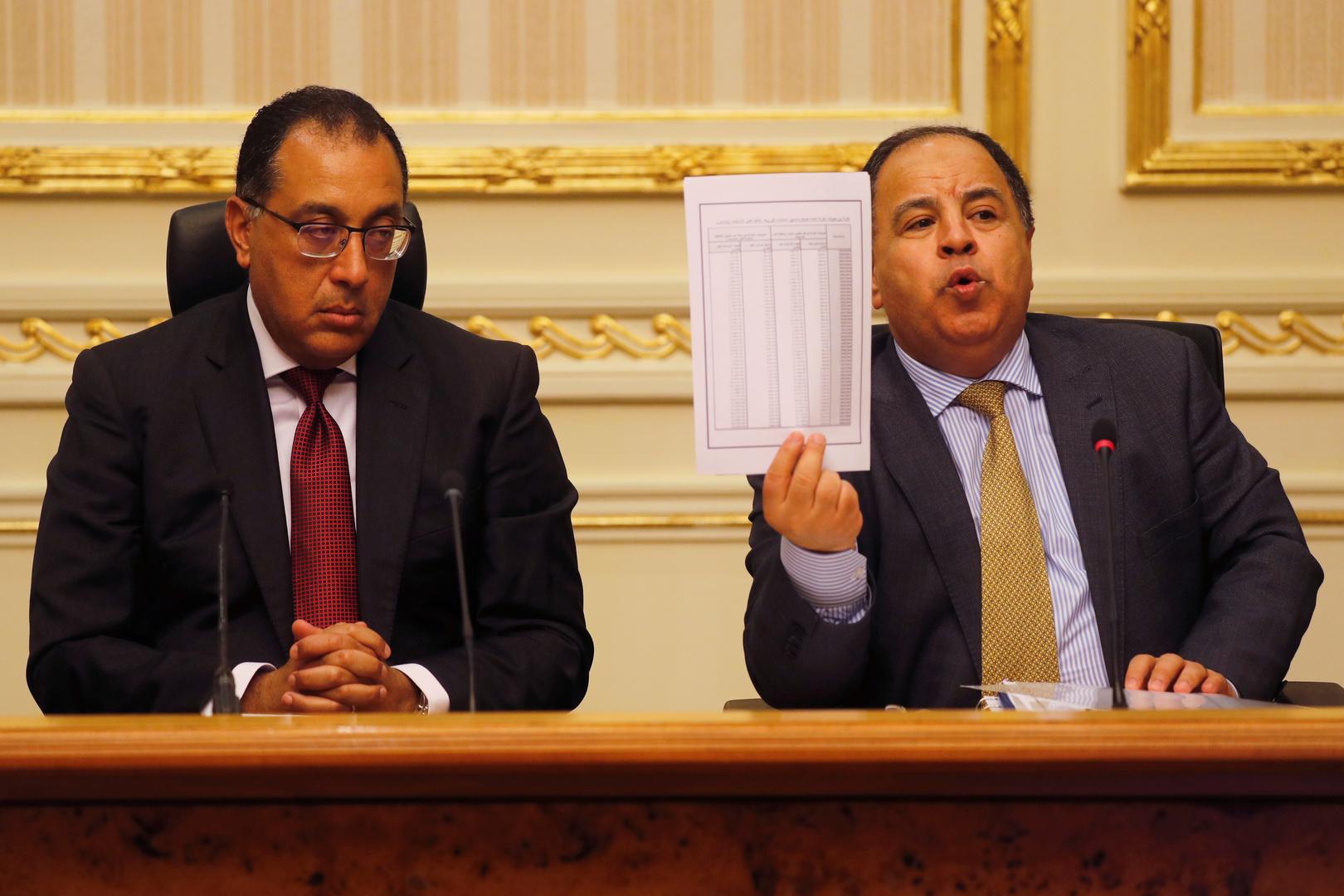 وزير المالية المصري مع رئيس الوزراء