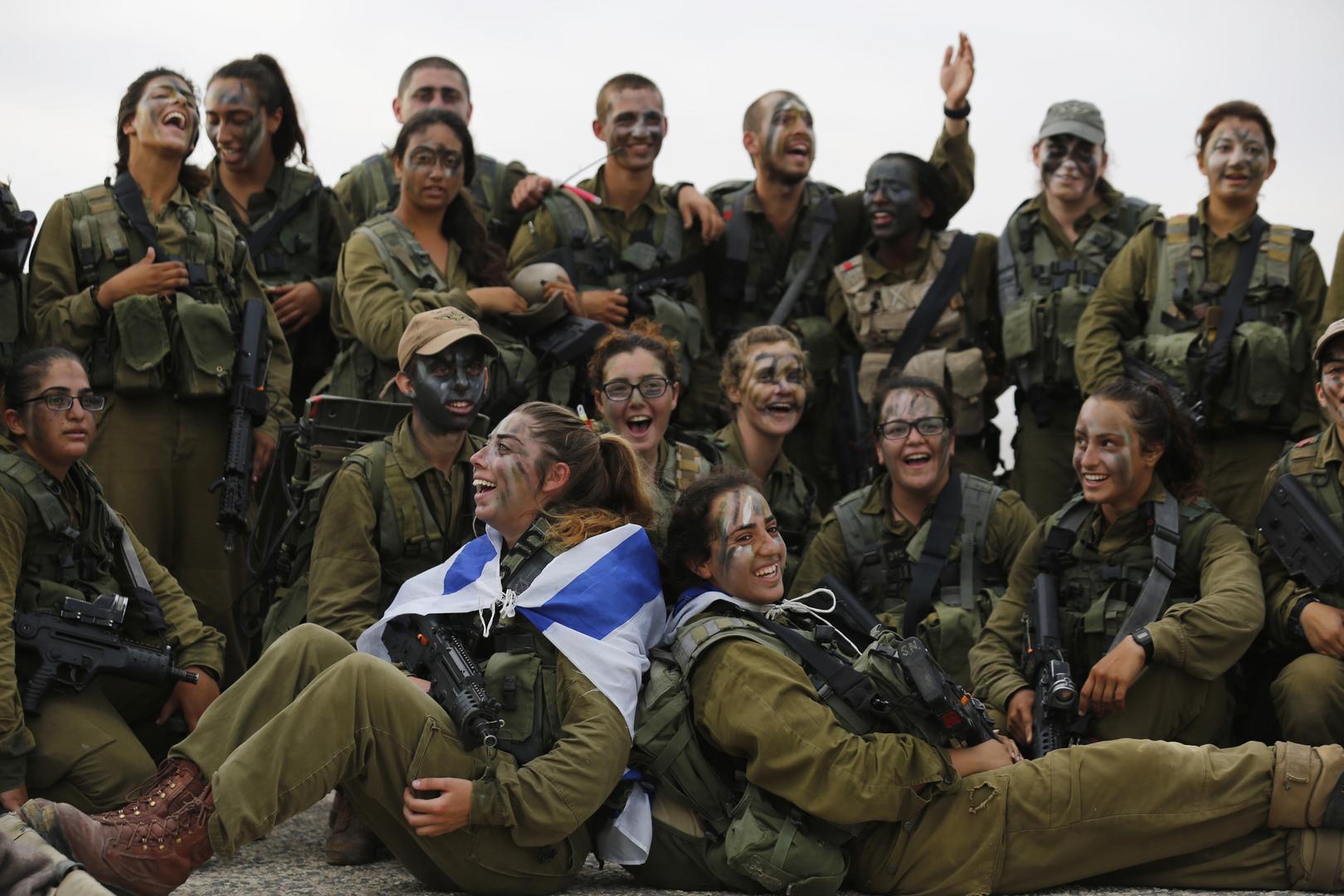 إسرائيل تستعد لنشر كتائب دبابات نسائية على الحدود مع مصر والأردن