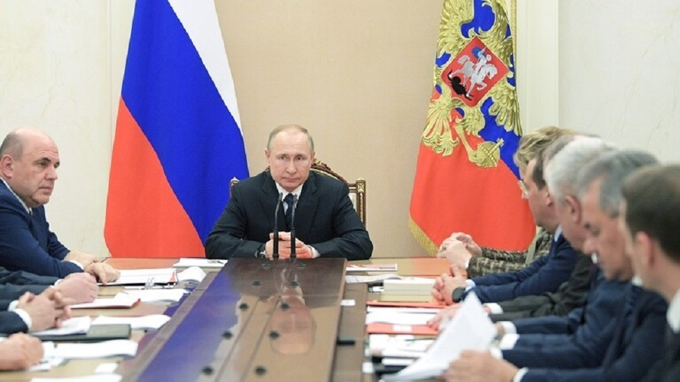 الرئيس الروسي فلاديمير بوتين خلال اجتماعه مع أعضاء مجلس الأمن الروسي - أرشيف