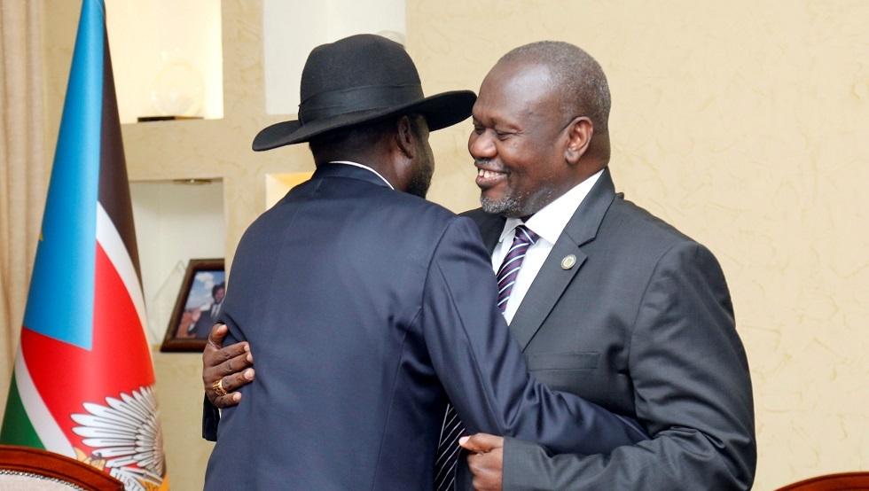 رئيس جنوب السودان سلفا كير مع زعيم المتمردين السابق رياك مشار