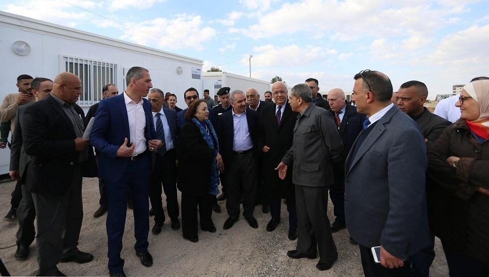 رئيس الوزراء الفلسطيني خلال تفقده مراكز الحجر الصحي في أريحا