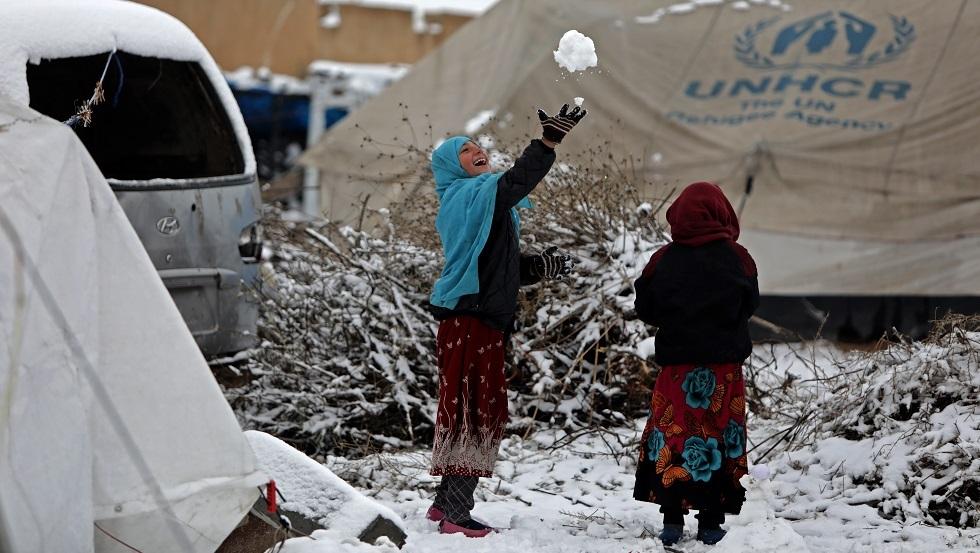 خيم للنازحين في تل أبيض على الحدود بين سوريا وتركيا