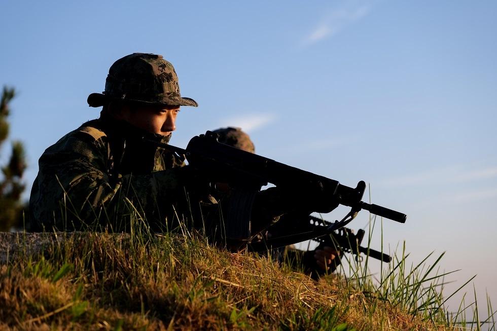 كوريا الجنوبية: إصابة 13 جنديا بـ