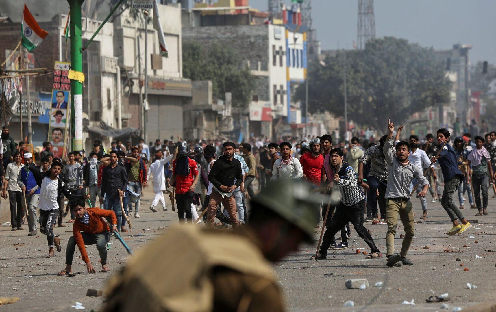 مقتل 5 أشخاص وإصابة 90 آخرين جراء اشتباكات عنيفة بين الشرطة والمتظاهرين في نيودلهي