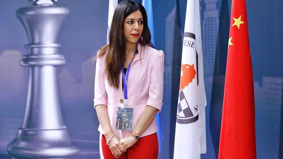 مخاوف حكم شطرنج إيرانية من العودة إلى بلادها بسبب الحجاب