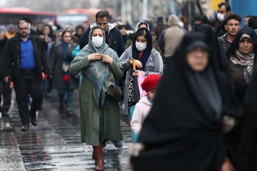 الصحة الإيرانية تدعو المواطنين إلى البقاء في منازلهم مع انتشار فيروس