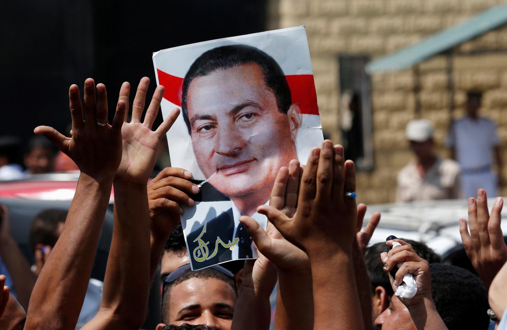 الحكومة المصرية وشيخ الأزهر يصدران بيانا بعد وفاة مبارك