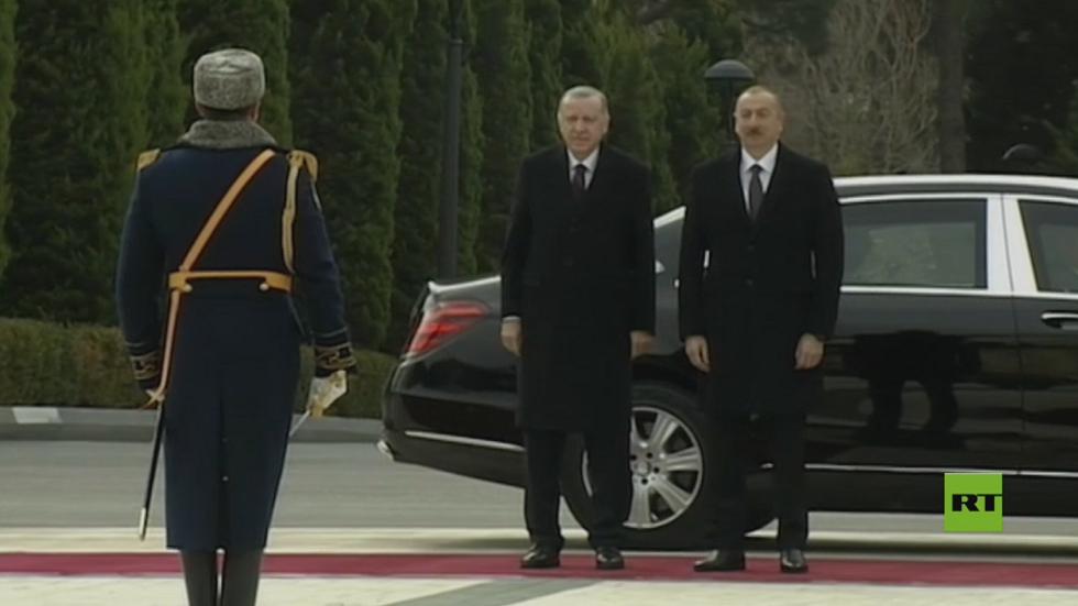 أردوغان يصل باكو في زيارة عمل