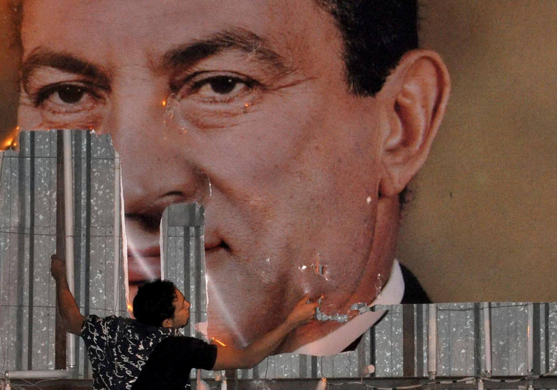 وكُبلت المروحية التي كانت تقل مبارك بالحبال!