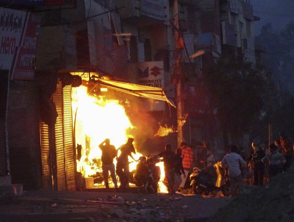 الهند.. عشرات القتلى والجرحى بمواجهات بين هندوس ومسلمين بالتزامن مع زيارة ترامب