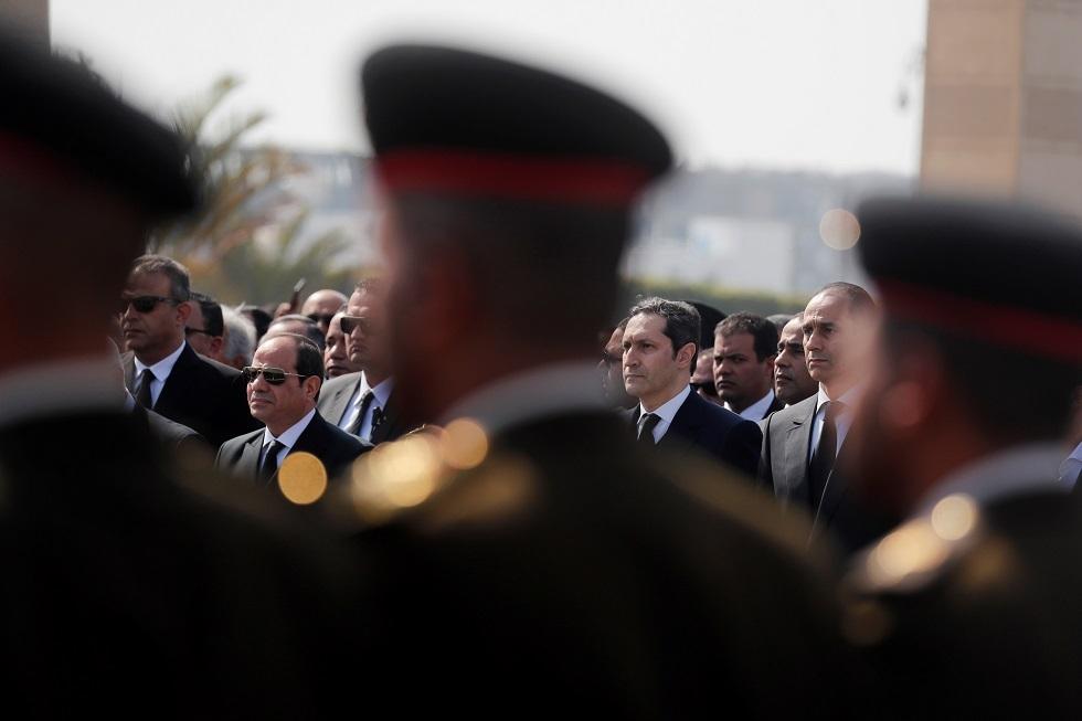 صورة من جنازة مبارك تثير مواقع التواصل الاجتماعي في تفسير معناها