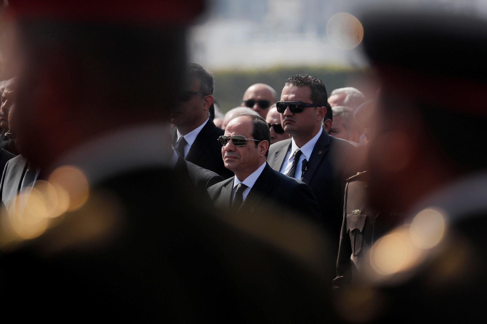 السيسي يعزي أرملة الرئيس الراحل حسني مبارك بوفاته (صور)