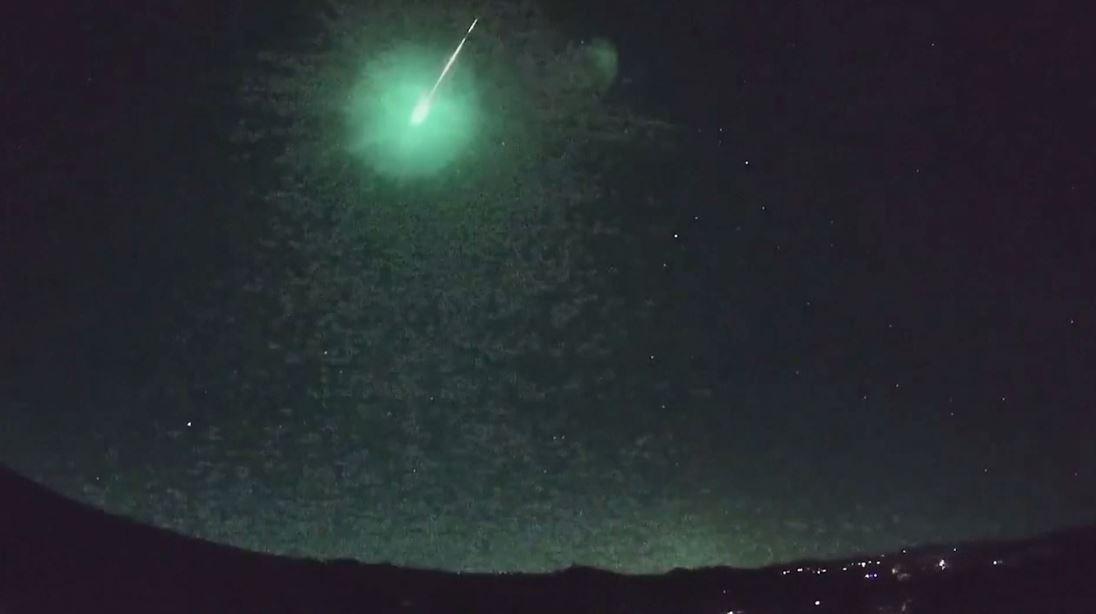 كاميرات تسجل لحظة سقوط نيزك في أريزونا
