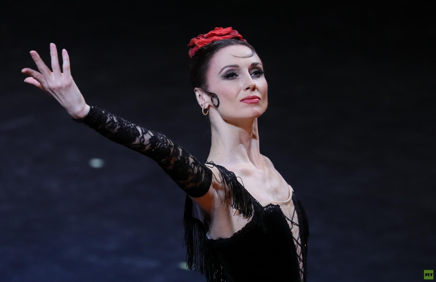 """راقصة """"البولشوي"""" تقدم عرضا جديدا عن كوكو شانيل"""