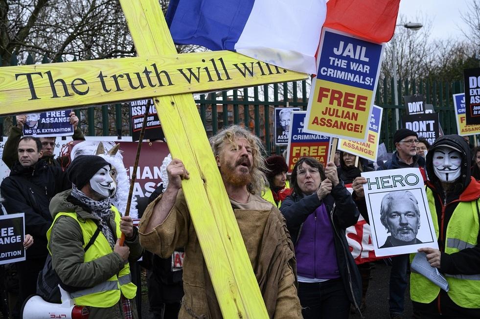 لندن تؤجل النظر في قضية تسليم اسانج إلى الولايات المتحدة