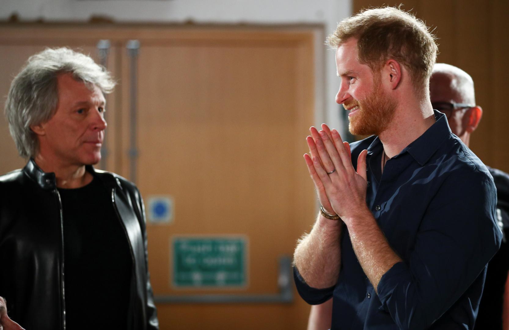 الأمير هاري يشارك أسطورة موسيقى الروك بون جوفي الغناء من أجل عمل خيري