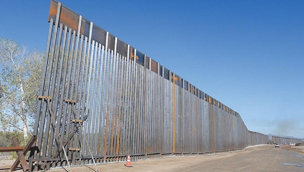 الجدار الذي تبنيه إدارة ترامب على الحدود مع المكسيك لمكافحة الهجرة