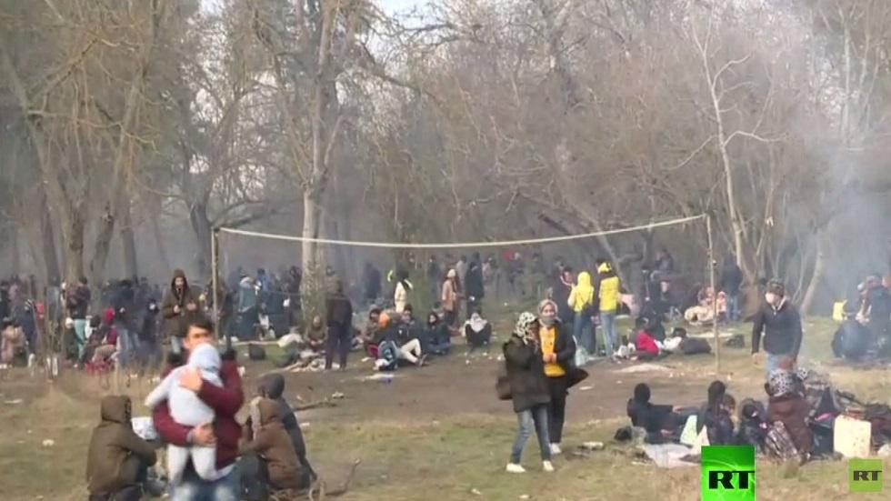 لاجئون يتوافدون على حدود تركيا واليونان