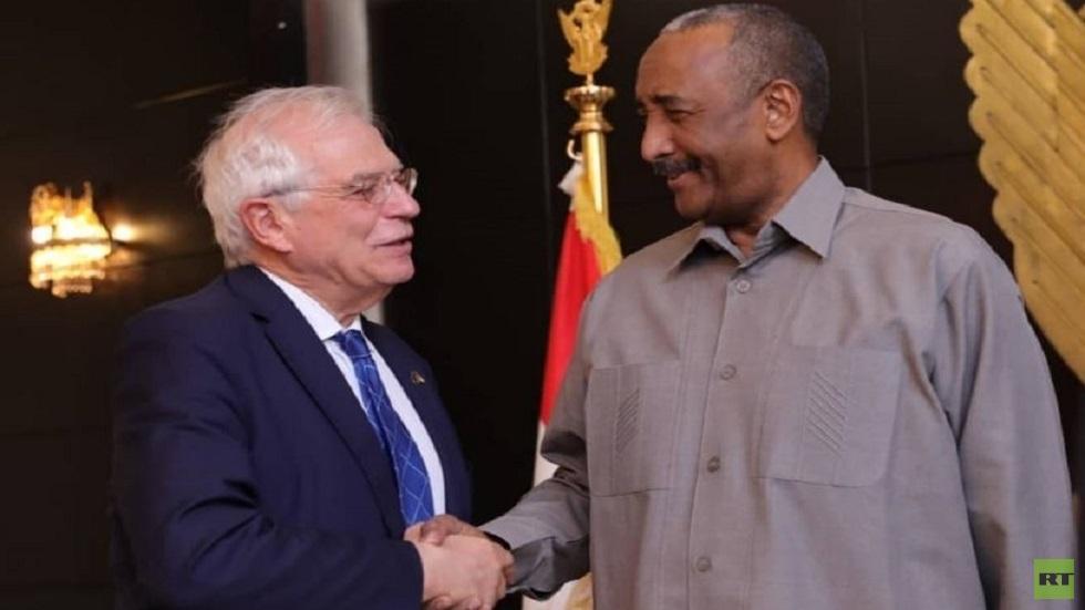 رئيس المجلس السيادي في السودان عبد الفتاح البرهان ونائب رئيس مفوضية الاتحاد الأوروبي جوزيف بوريل