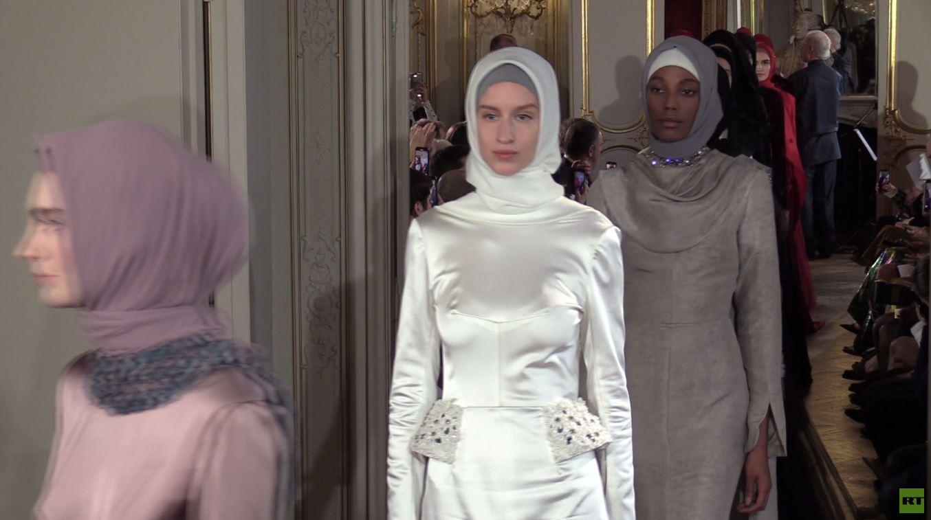 بالفيديو.. عرض للأزياء من دار عائشة قديروف في باريس