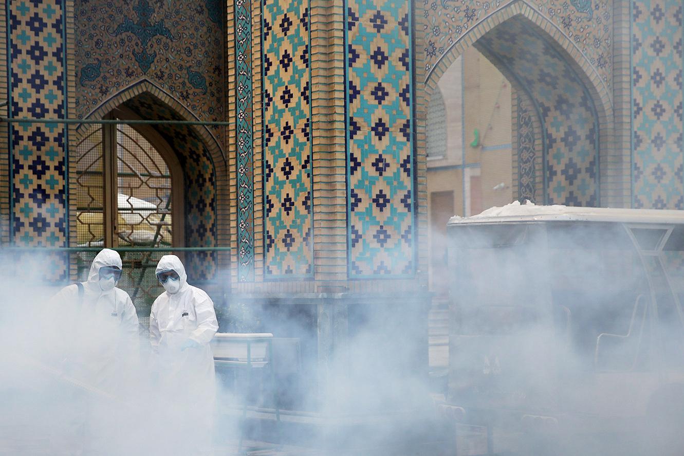 كورونا.. مستشار روحاني يلقي باللوم على ترامب