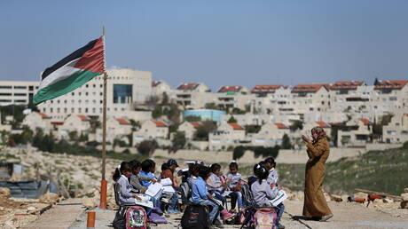 طلاب يرددون النشيد الوطني في رام الله خلال اقتحام الجيش الإسرائيلي (فيديو)