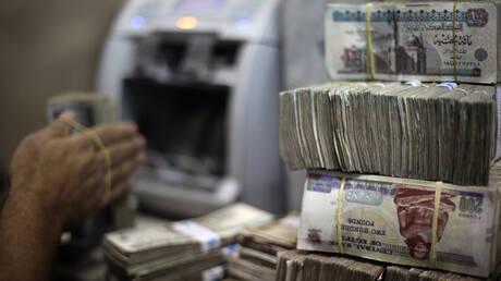 الجنيه المصري يتحسن أمام الدولار والعملات العربية