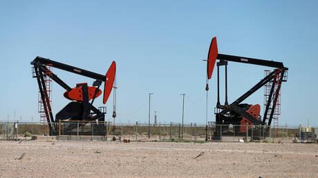 فيروس كورونا يهدد قطاع النفط الصخري الأمريكي بالإفلاس