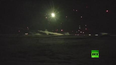 مدرعات ودبابات روسية تتصدى لهجوم افتراضي ليلي