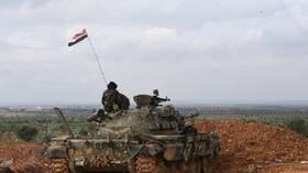 مصدر عسكري لـRT: دخول قوات الجيش السوري مدينة سراقب في ريف إدلب