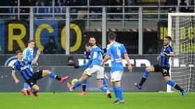 نابولي يتغلب على إنتر ميلان في عقر داره ويضع قدما في نهائي كأس إيطاليا (فيديو)