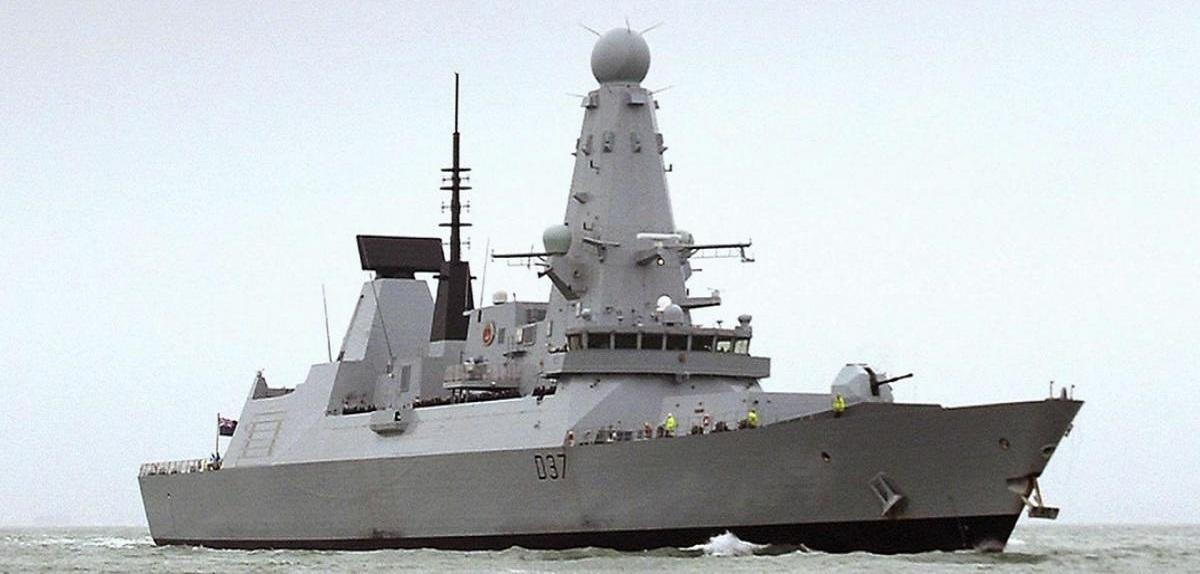 شقيق أمير قطر يكشف صور أول سفينة حربية قطرية