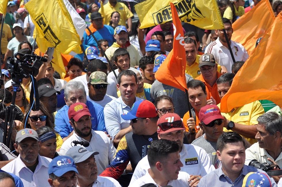 غوايدو يعلن تعرضه لإطلاق نار خلال تظاهرة في فنزويلا