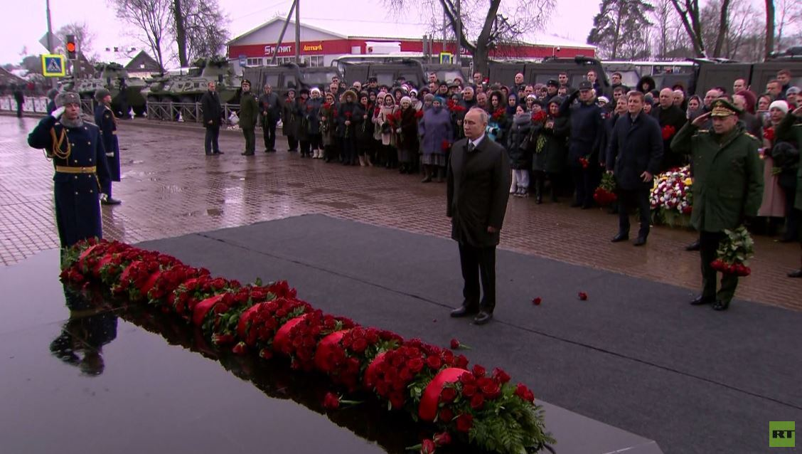 بوتين يحيي ذكرى 90 مظليا واجهوا ألفي إرهابي حاصروهم