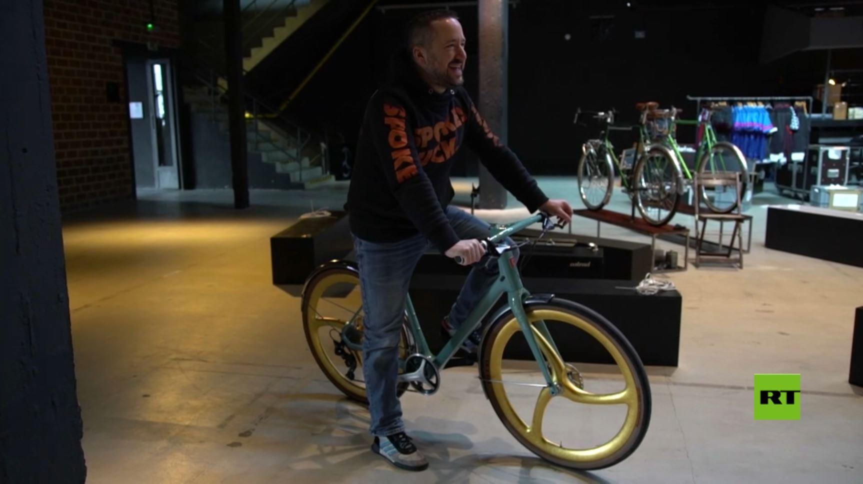 عجلات ذهبية لدراجة هوائية سعرها 10,000 دولار