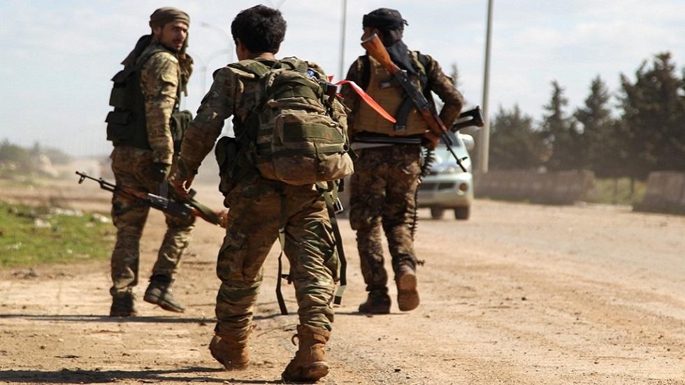عناصر من الجماعات المسلحة في سراقب السورية