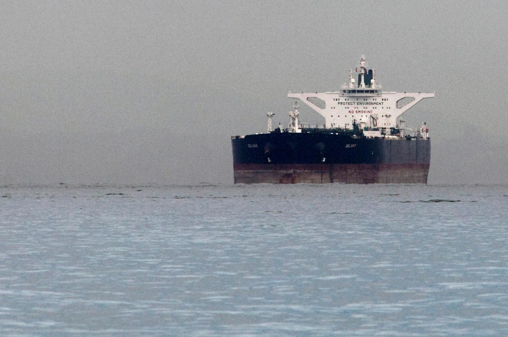 التحالف العربي يحبط هجوما على ناقلة نفط في بحر العرب (صور)