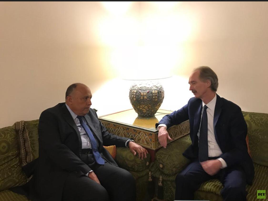 وزير الخارجية المصري سامح شكري والمبعوث الأممي إلى سوريا غير بيدرسون