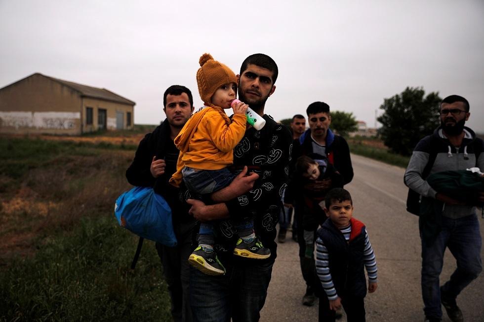 أرشيف - لاجئون سوريون في اليونان