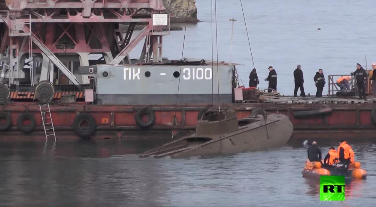 انتشال قارب طوربيد يعود إلى الحرب العالمية الثانية