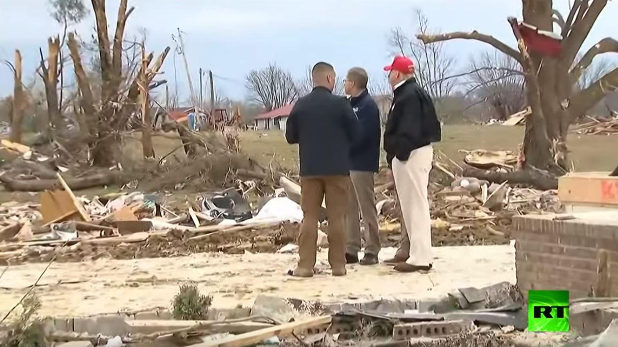ترامب يتفقد الآثار الكارثية التي خلفتها عواصف في ولاية تينيسي الأمريكية