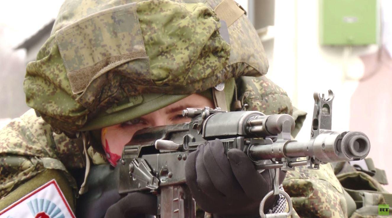 بالفيديو.. نساء عسكريات من قوات الصواريخ الاستراتيجية الروسية يظهرن مهاراتهن