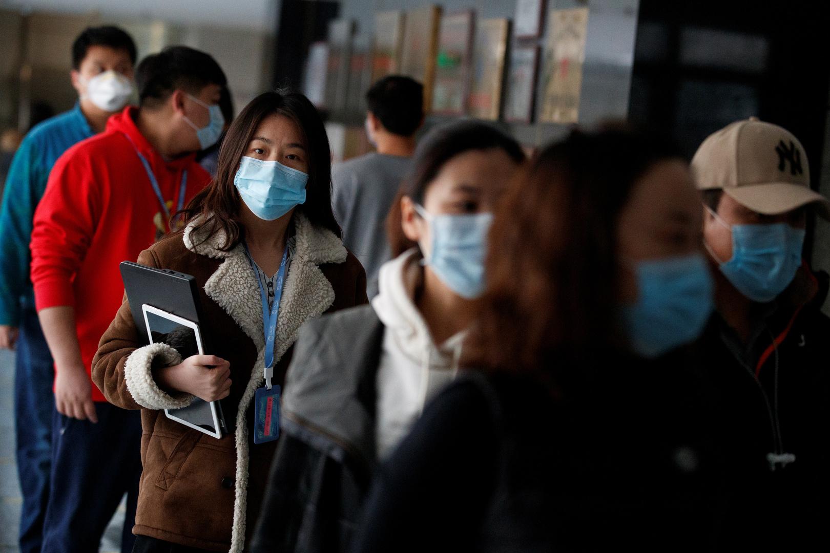 موظفون في العاصمة الصينية بكين