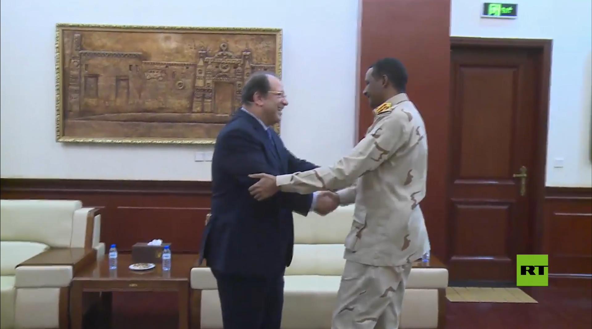 السودان.. رئيس مجلس السيادة يلتقي مدير جهاز المخابرات المصري