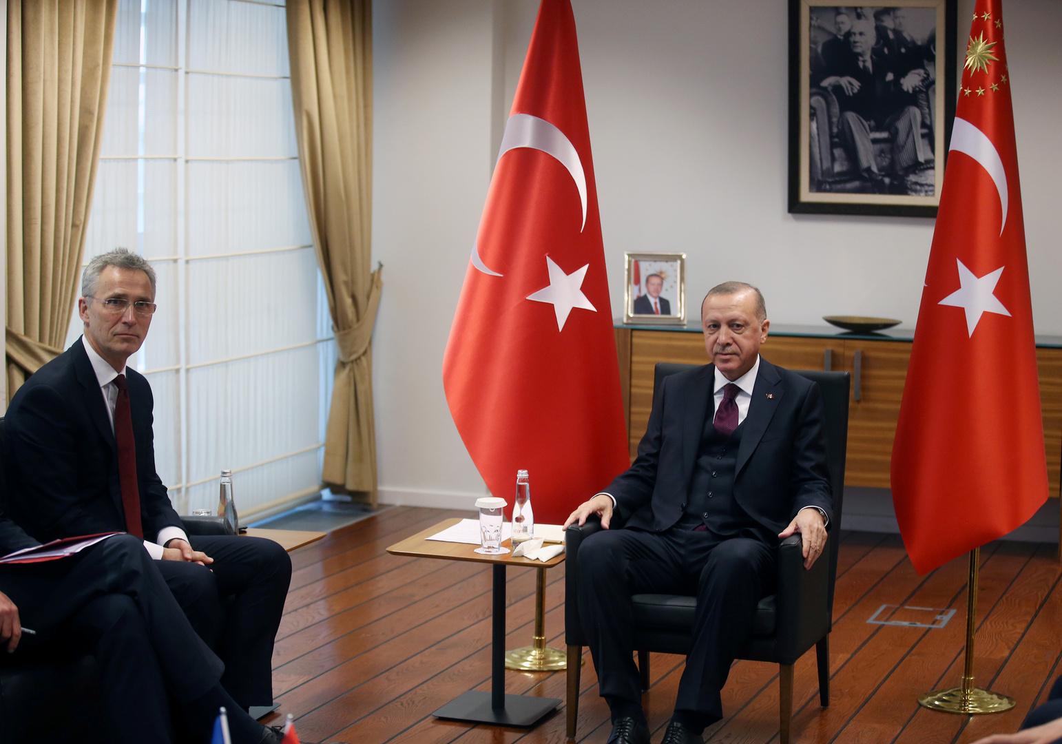 الرئيس التركي، رجب طيب أردوغان، والأمين العام للناتو، ينس ستولتنبيرغ