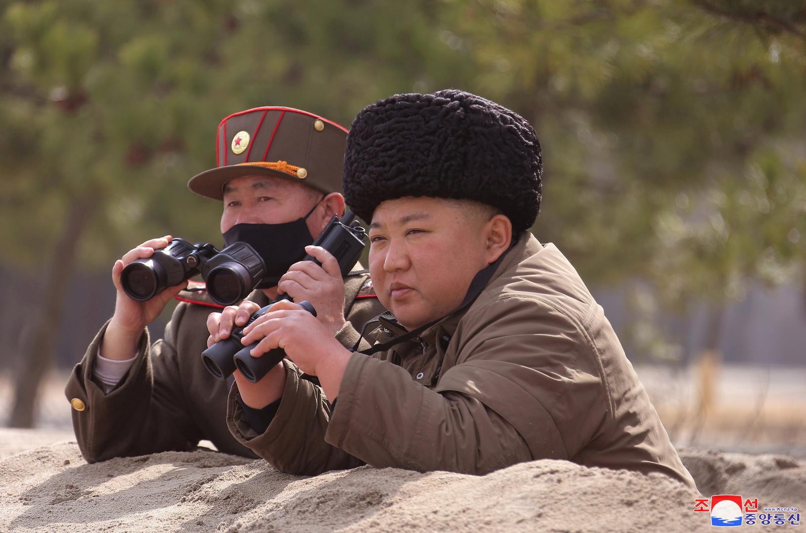 زعيم كوريا الشمالية يشرف على تجارب صاروخية ومدفعية