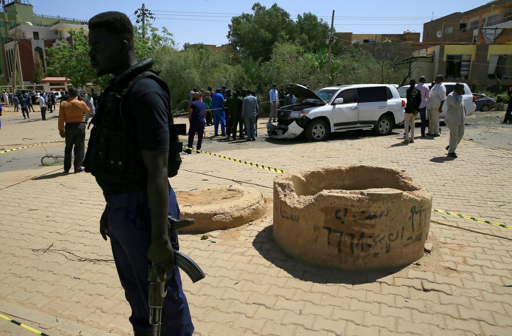 السودان.. إيقاف شخصين أجنبيين على خلفية محاولة اغتيال حمدوك
